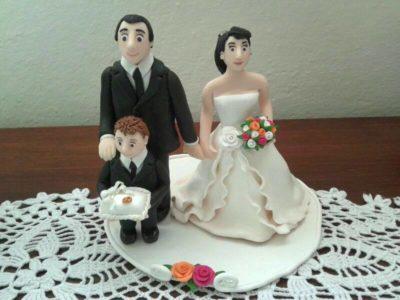 Cake topper sposi con bimbo in fimo fatto a mano