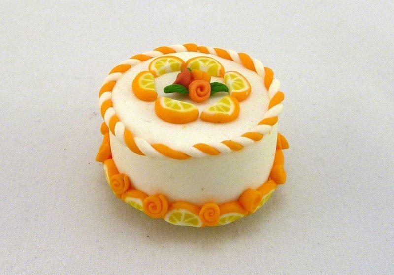 Calamita in FIMO fatta a mano a forma di torta con fette di arancio e rose