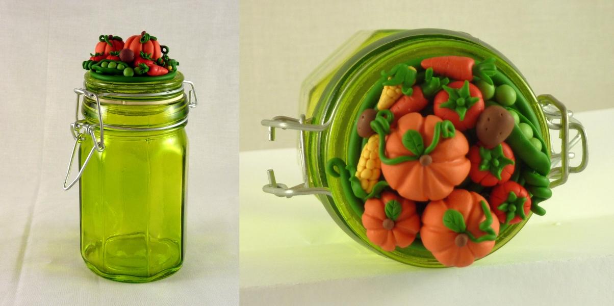 Barattolo in vetro con decorazioni di verdura in FIMO fatte a mano
