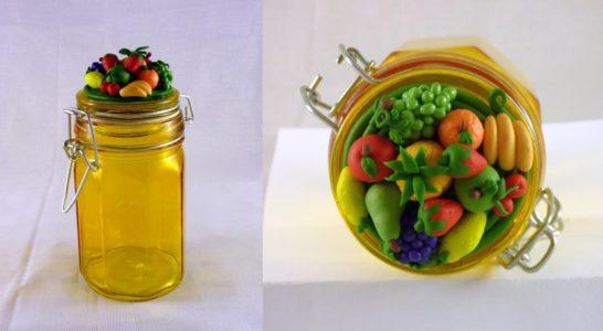 Barattolo in vetro con decorazioni di frutta in FIMO fatte a mano